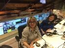 Julia Otero con Aneyma León en el centro de operaciones de Renfe