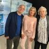 Julia Otero con Xavier Sardà y Sergi Schaaff