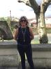 Julia Otero paseando por Monforte