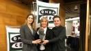 Julia Otreo con Jaume Carrió y Laura Gost, ganadores del Goya al mejor cortometraje de animación